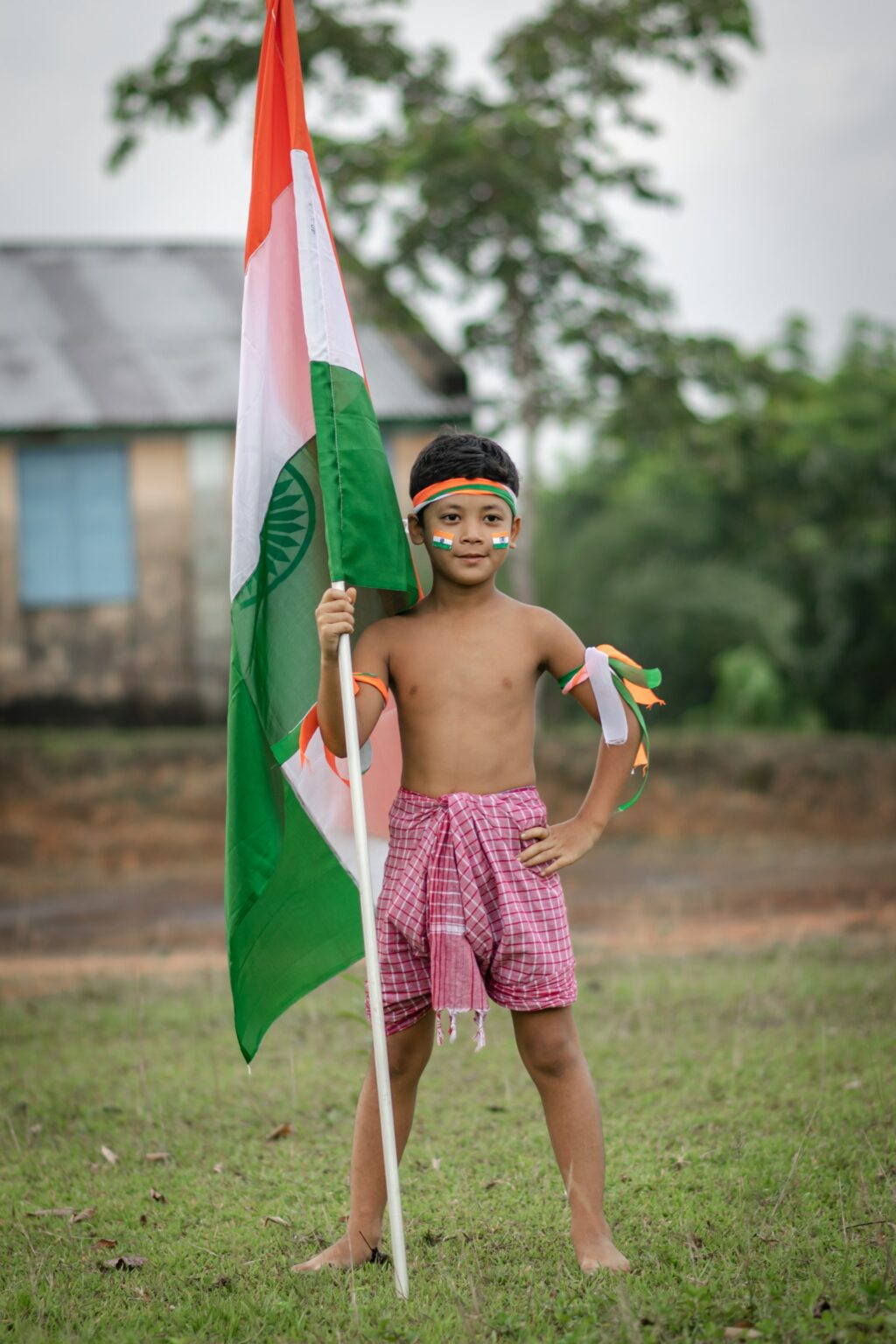 indian-flag-holded-by-a-kid